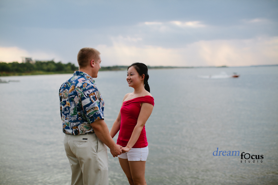 engagement photographer grapevine lake
